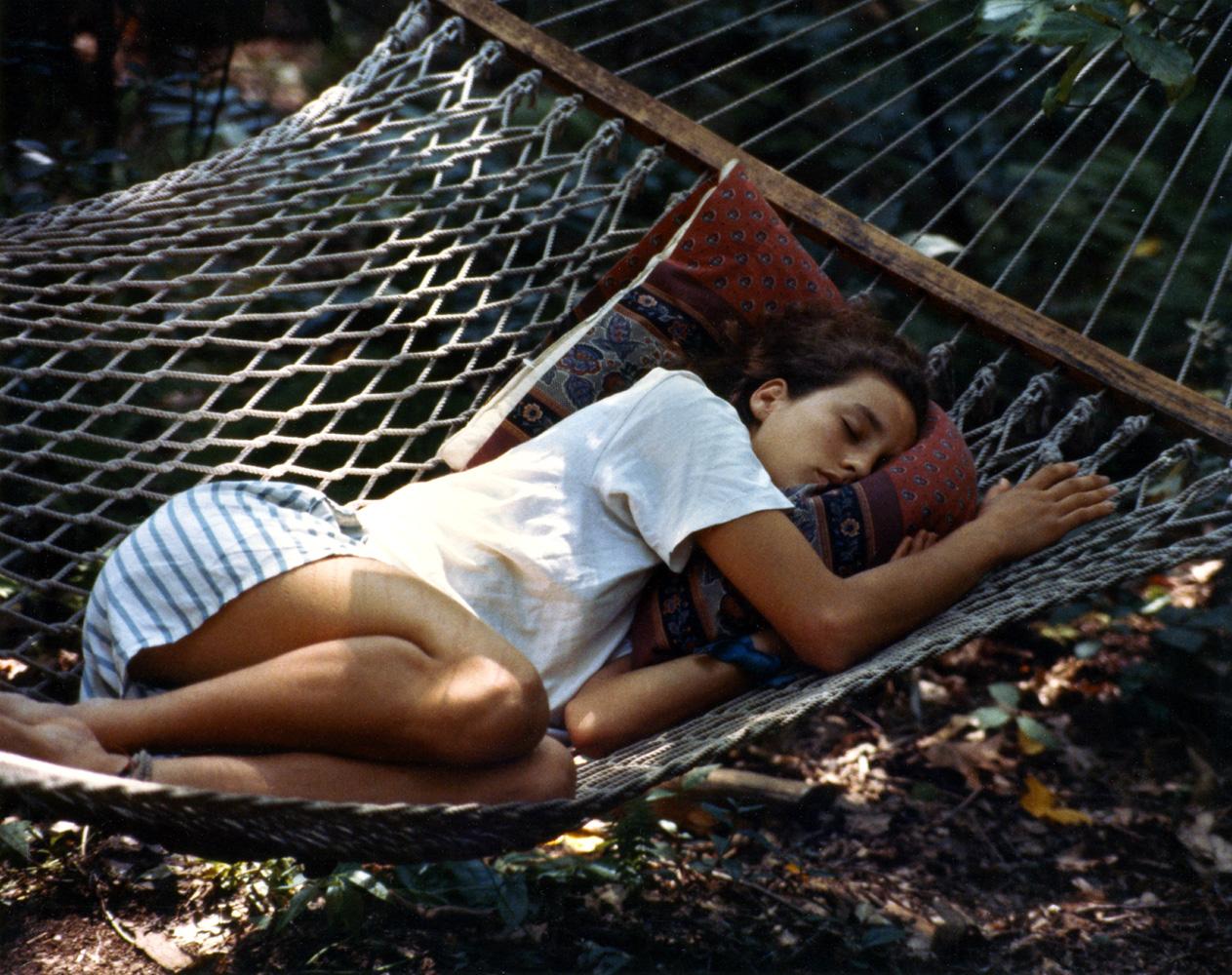 Рассматриваем спящих девушек 1 фотография